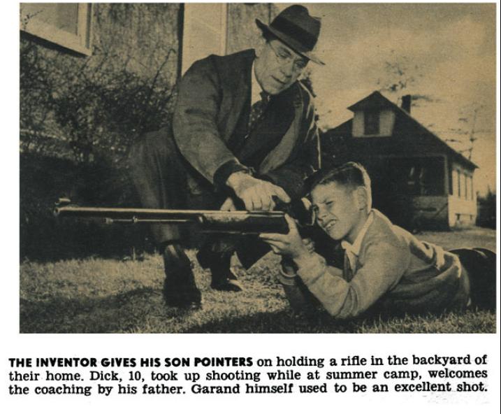 John Garand učí svojho 10-ročného syna zaobchádzať s puškou.
