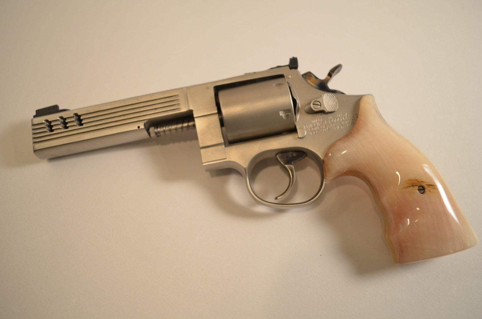 Medusa Model 47 Revolver Do Ktereho Nabijete Skoro Vsechno
