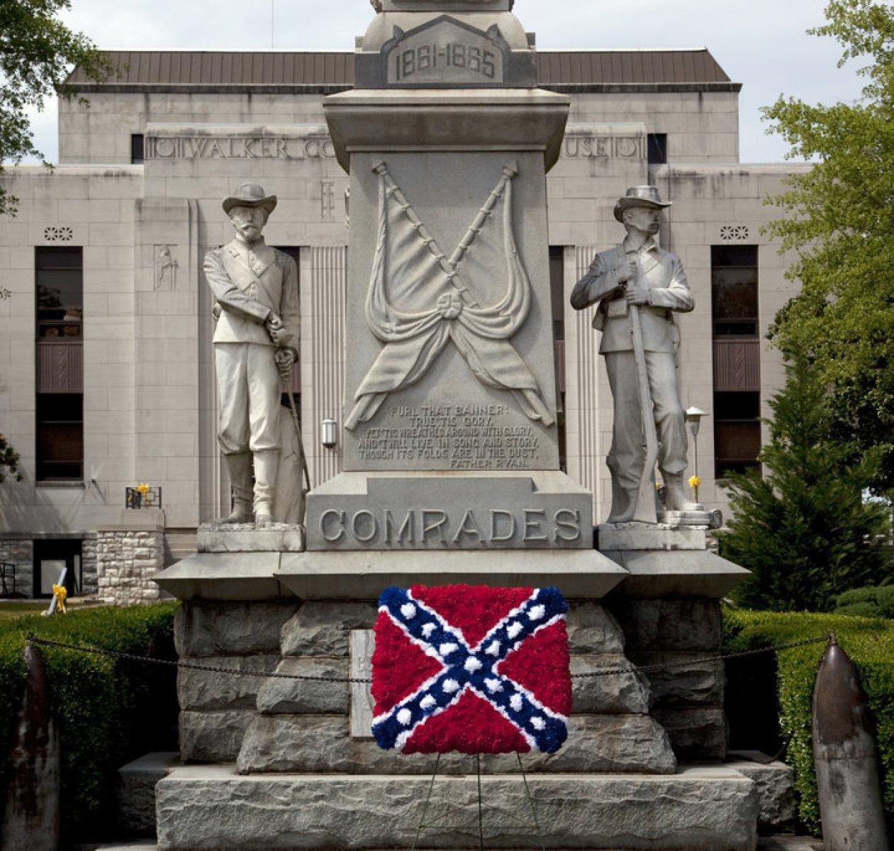"""Pryč s pomníky Konfederace!"""" – zbaví se Amerika soch starých"""