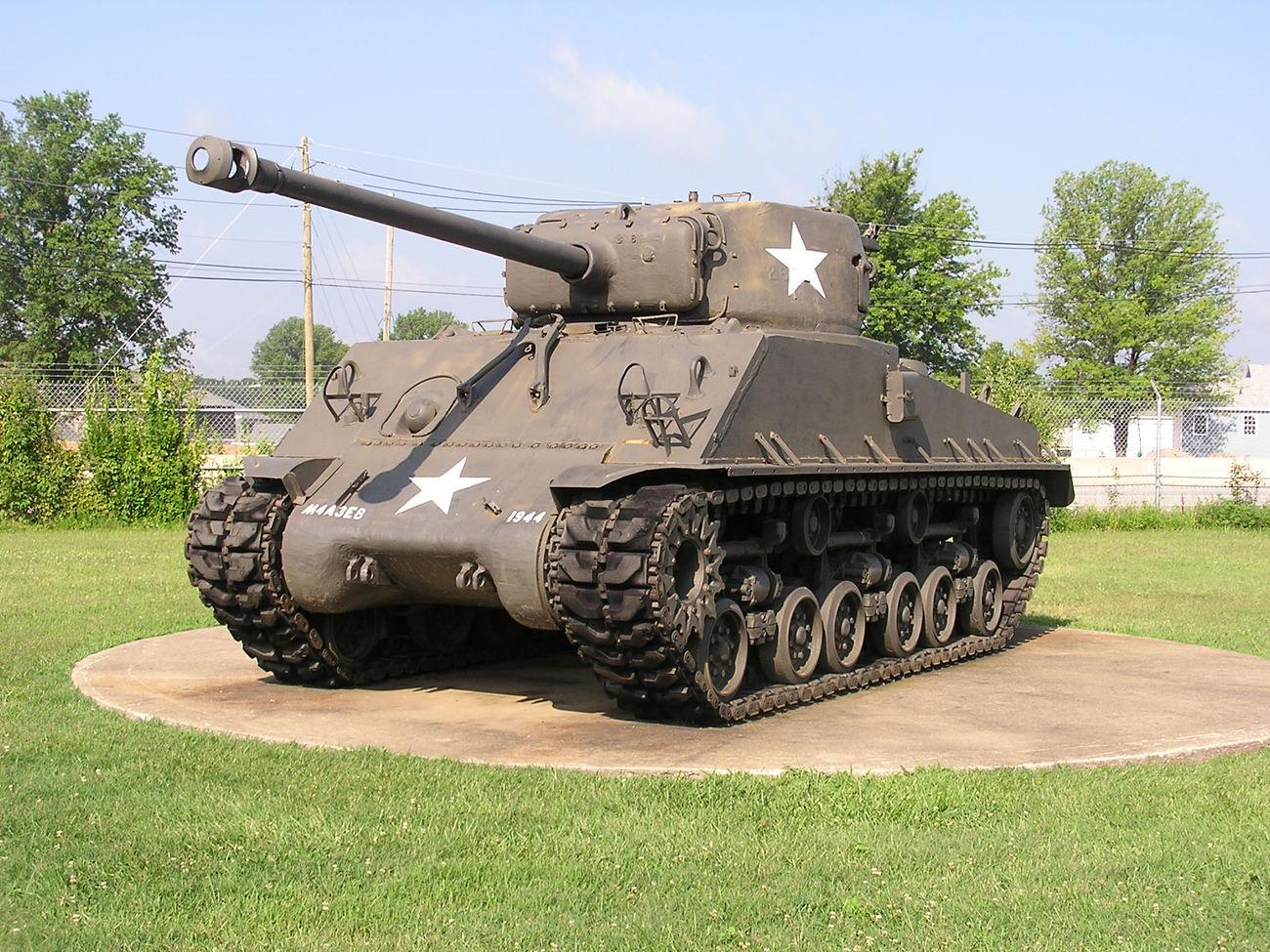 Tank M4A3E8 Sherman, stejný jako ten, který bránil hrad