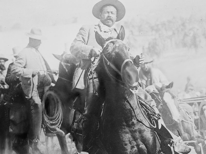 Pancho Villa v čele svých bojovníků